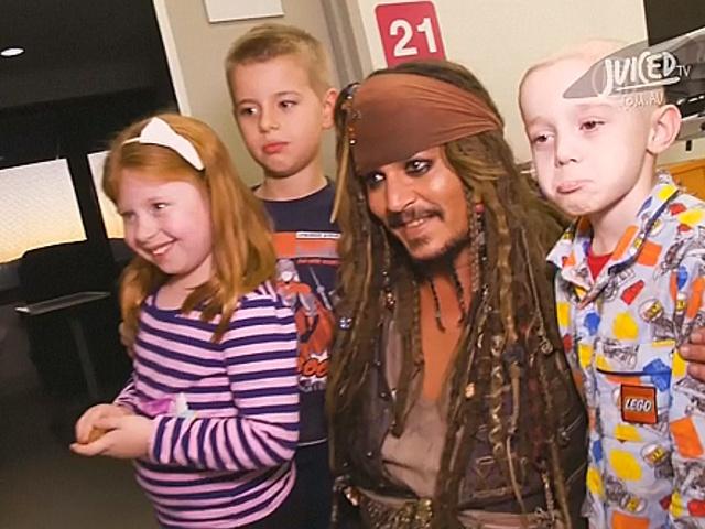 Больных детей навестил настоящий Джек Воробей