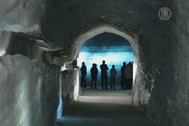 Ледяной тоннель привлекает туристов в Исландию