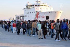 Поток беженцев в Италию и Грецию не сокращается