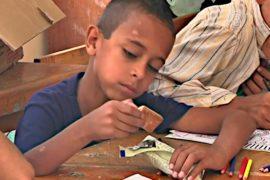 ООН привлекает детей в школу едой