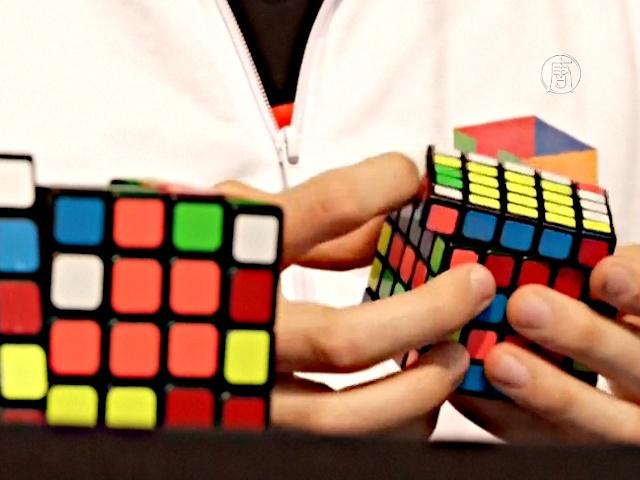 Австралиец собрал кубик Рубика за 5 секунд