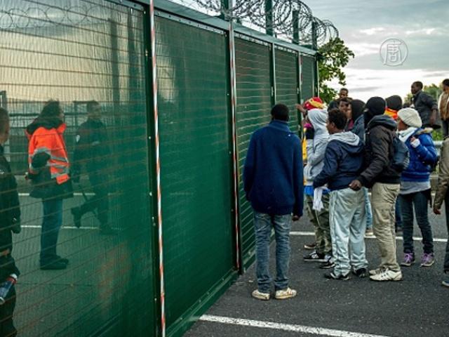 Мигранты продолжают штурмовать Евротоннель