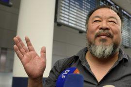 Диссидент из КНР Ай Вэйвэй смог покинуть Китай
