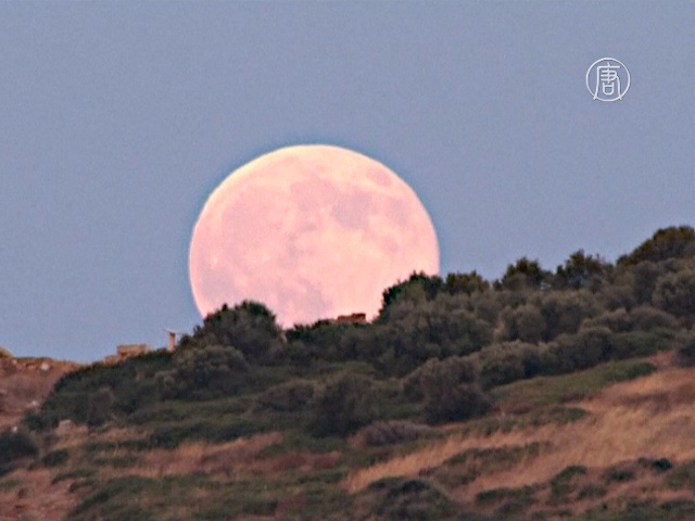 Как смотрелась «голубая Луна» над храмом Посейдона