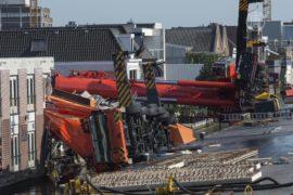 Падение кранов в Голландии: погибших нет