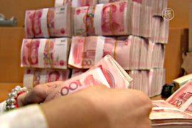 Впервые за 20 лет юань девальвировали на 1,9%