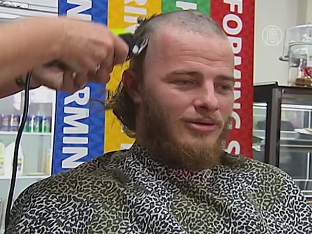 Австралийские парикмахеры бесплатно стригут нищих