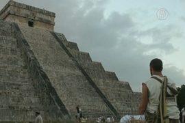 Под пирамидой майя обнаружили провал с водой