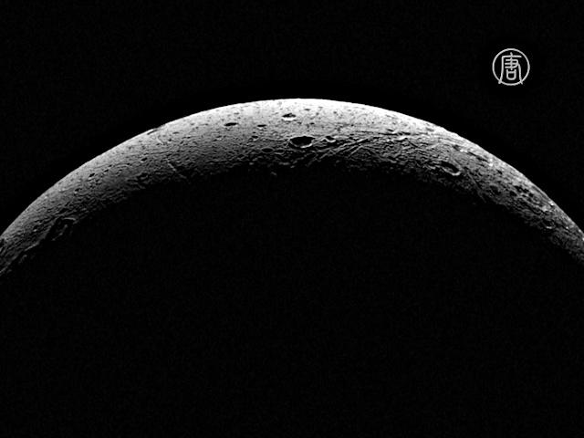 НАСА опубликовало чёткое фото спутника Сатурна