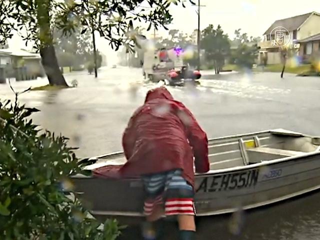 Наводнение в Австралии: дороги превратились в реки