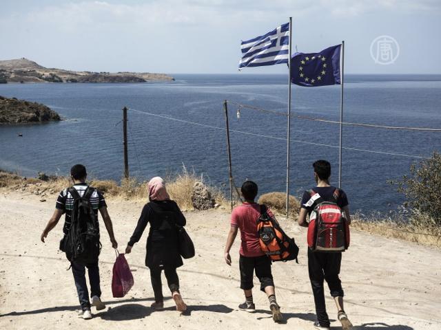 Поток беженцев на острове Лесбос не иссякает