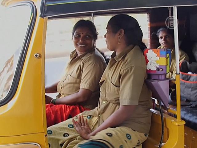 В Индии за руль такси садятся женщины