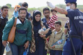 Венгрия: мигрантов везут в новый лагерь