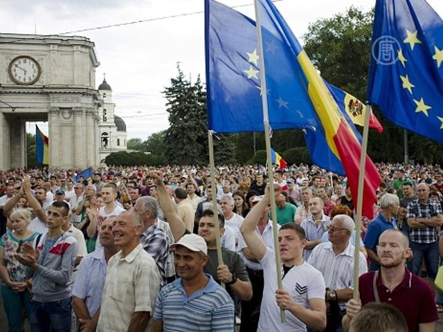 Молдова: протестуют десятки тысяч человек