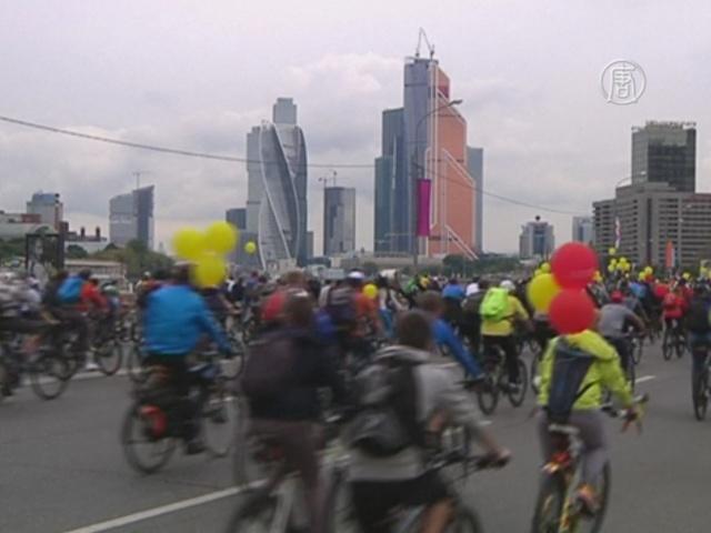 По Москве на велосипедах проехалось 20 000 человек