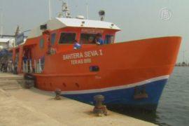 Плавучий банк обслуживает острова Индонезии