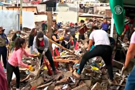 Разбирать завалы в Чили помогают добровольцы