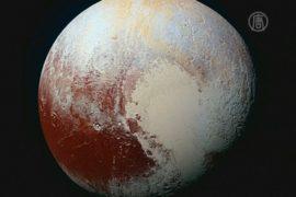 На Плутоне увидели «змеиную кожу»