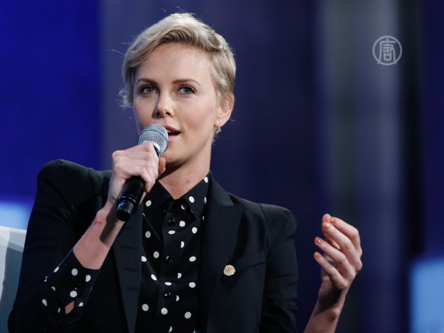 Шарлиз Терон призвала остановить эпидемию ВИЧ
