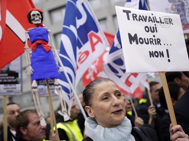На менеджеров Air France напали протестующие