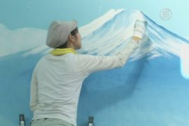 Последняя рисовальщица в общественных банях Японии