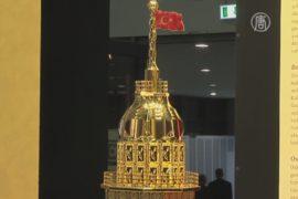 На выставке в Стамбуле продают золотой водопад