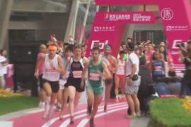 Шанхай: поляк взбежал на небоскрёб за 7 минут