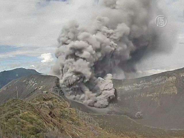 Вулкан Турриальба снова пугает жителей Коста-Рики