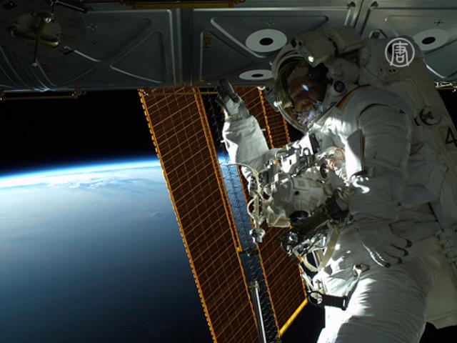 Астронавты НАСА провели работы в открытом космосе