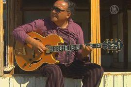 Унесённая цунами гитара вернулась к владельцу