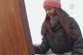 Юная художница презентует свои картины на крышах