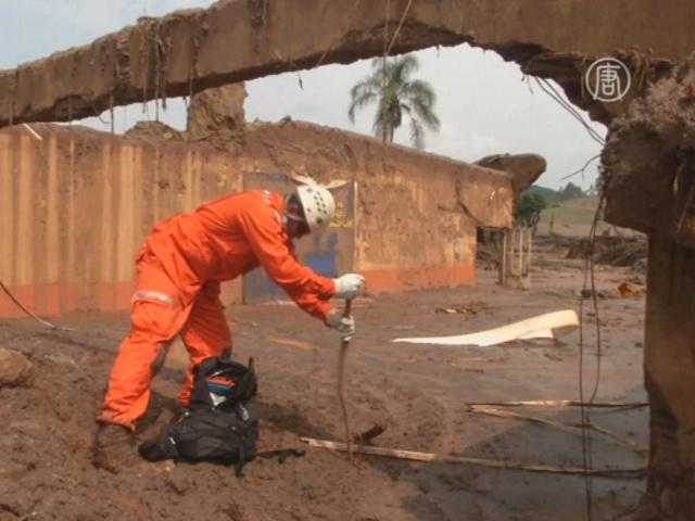 В Бразилии продолжают искать жертв разрыва дамб