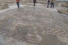 1700-летнюю мозаику показали археологи в Израиле