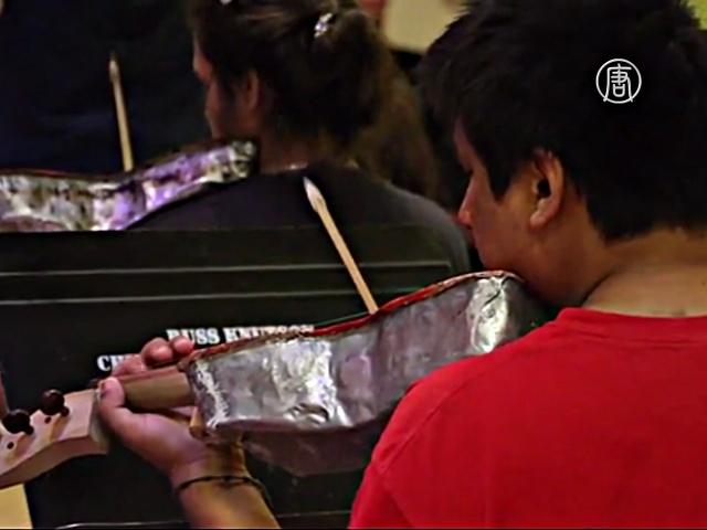 Оркестр из мусора меняет жизнь детей