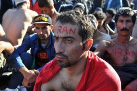 Мигранты протестуют, зашивая себе рты