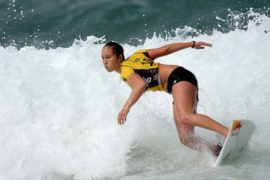Уроженка Гавайев — 3-кратная чемпионка по серфингу