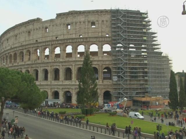 Туроператоры протестуют на стенах Колизея