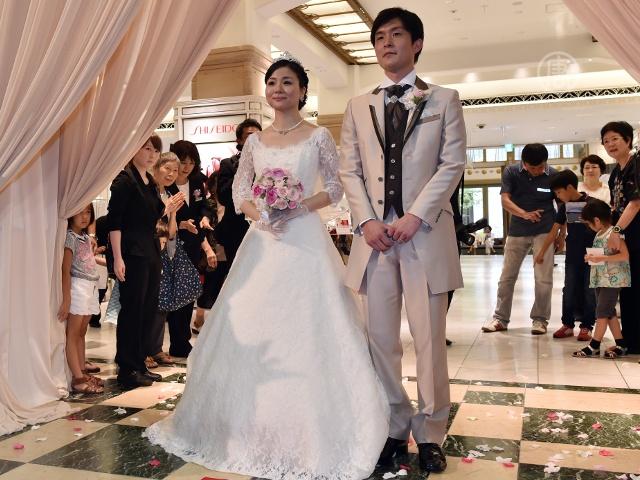 Япония: девичьи фамилии в браке не разрешили