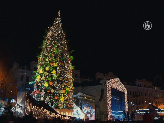 В Киеве открыли главную новогоднюю ёлку
