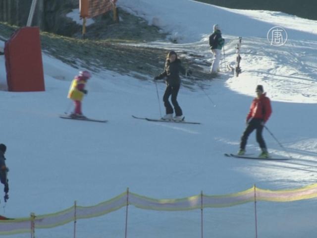 На лыжных курортах в Альпах не хватает снега