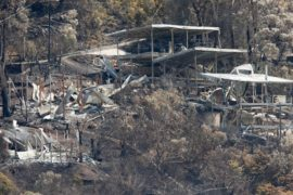 Лесной пожар в Австралии уничтожил более 100 домов