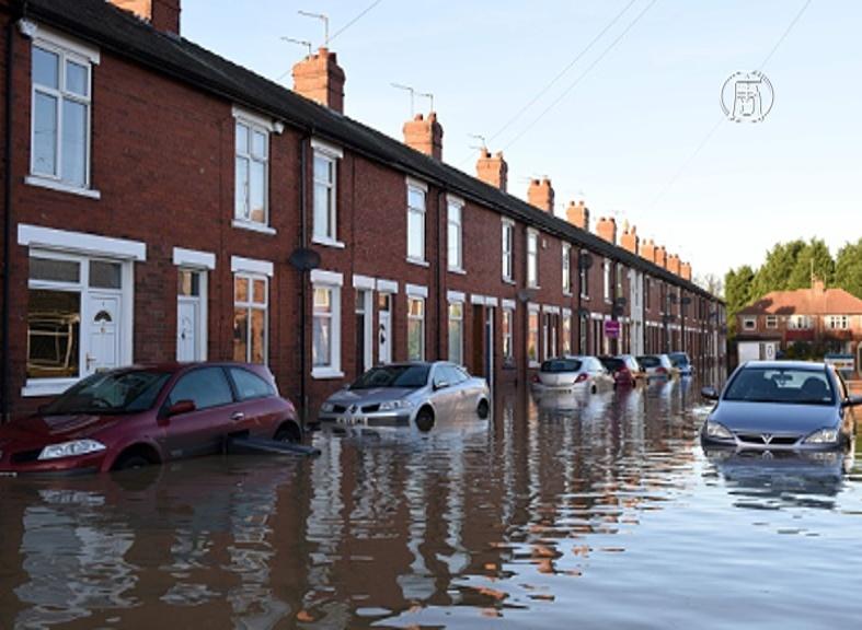 Премьер: «наводнение в Англии небывало серьезное»