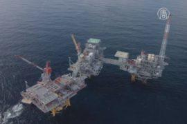 Цена на нефть стабилизировалась у рекордного минимума