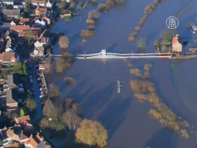 Наводнение в Англии: жители недовольны властями