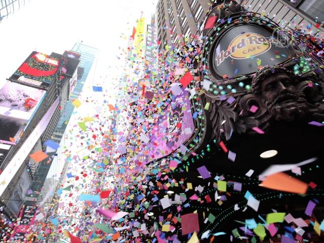 Новогоднее конфетти испытали на Таймс-сквер