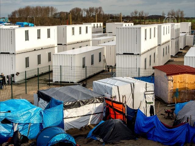 Кале: открыт первый лагерь для беженцев