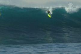 Австралиец покорил гигантские волны на сёрфе