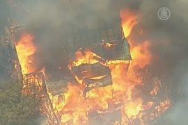 Лесные пожары в Австралии продолжают жечь дома