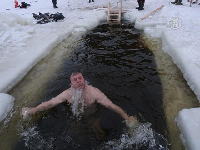 Купания на Крещение: от Иркутска до Москвы