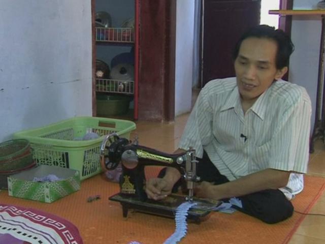 Индонезия: инвалидов учат шить и трудоустраивают